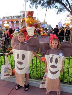Took the kids to Disney for mic key's not so scary Halloween party.  I wanted a unique Disney inspired costume.  So why not mickeys premium ice cream bars?