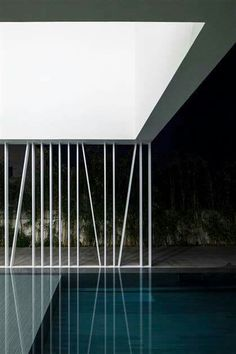 Minimalistisches Haus // Pool im White Gallery House // Pitsou Kedem Architekt Contemporary Architecture, Contemporary Interior, Art And Architecture, Amazing Architecture, Contemporary Garden, Angular Architecture, Contemporary Stairs, Contemporary Building, Contemporary Apartment