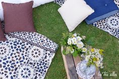 Chill_out_boho_chic_alquiler_boda_las_tres_sillasINSTA Picnic Blanket, Outdoor Blanket, Boho Chic, Chill, Wedding Decoration, Chairs, Furniture, Picnic Quilt