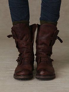 yummy leather boots with wrapped buckles. #bootsoutfit