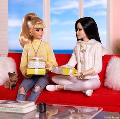 When you both have the same idea for the gift exchange. Barbie Life, Barbie World, Barbie And Ken, Pictures Of Barbie Dolls, Barbies Pics, Barbies Dolls, Vintage Barbie Clothes, Doll Clothes Barbie, Barbie Gowns