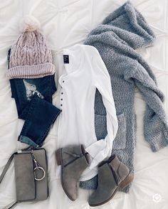 fall winter outfits Once In a While, The Women of - winteroutfits Black And White Outfit, White Outfits For Women, Clothes For Women, Black Outfits, Black White, Mode Outfits, Casual Outfits, Casual Shoes, Party Outfits
