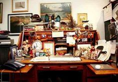 Not sure I could do it but I love the look of it - Messy desk - Mary Randolph Carter