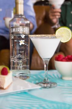 Dessert? Cocktail? Doesn't matter — this is one easy and delicious way to get some more cheesecake in your life, while also kicking off cocktail hour.   HappyHour MultiTasking #NationalCheesecakeDay Cake Mix 1.5oz Smirnoff Vanilla with 3oz half-and-half. Finish with a dash of cinnamon and crumbled graham cracker.