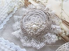 """Купить брошь """"рождение жемчужины"""" - бежевый, кремовый, жемчужный, брошь-цветок, брошь из ткани"""