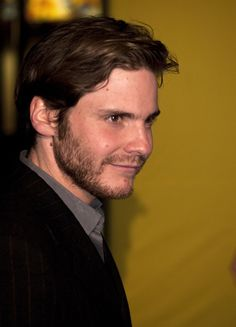 Daniel Bruhl Photos - 20th Annual Screen Actors Guild Awards - Red Carpet - Zimbio
