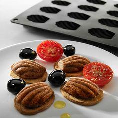 Forma do magdalenek Gourmet Lekue czerwona. Zobacz więcej na mykitchen.pl