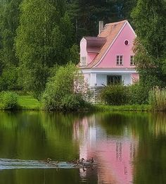 """reflection of a """"pretty in pink"""" lake house. Garden Cottage, Cozy Cottage, Cottage Style, Lake Cottage, Fairytale Cottage, Cottage Living, Cottage House, Waterfront Cottage, French Cottage"""