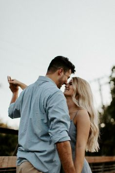 Cute Couple Poses, Photo Poses For Couples, Couple Picture Poses, Couple Photoshoot Poses, Cute Couples Photos, Photo Couple, Couple Photography Poses, Couple Posing, Couple Shoot