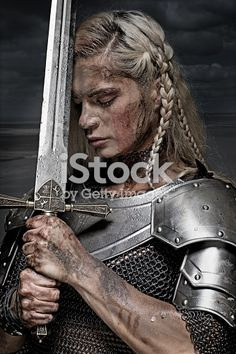 Viking women led a life that women of their time in other regions might envy. The stories of the Viking women's life was full of inspiration of empowering the women. Check it out now the Viking Women life on this writing. Viking Warrior Woman, Warrior Girl, Viking Age, Warrior Princess, Warrior Women, Viking Warrior Tattoos, Viking Armor, Greek Warrior, Inspiration Drawing