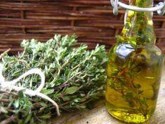 Jak si vyrobit kosmetické bylinné oleje | DIY | jaktak.cz Glass Vase, Plants, Home Decor, Decoration Home, Room Decor, Plant, Home Interior Design, Planets, Home Decoration