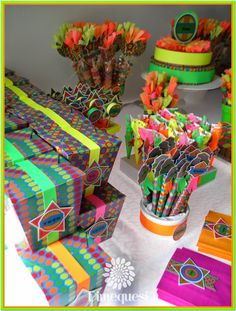 Glow Paz Hippie, 90s Theme, Neon Party, Grad Parties, Sweet Sixteen, Party Themes, Gingerbread, Gift Wrapping, Birthday