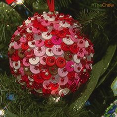 Day 10: Button ball ornament! Make with all sorts of buttons, clothe pins with the stone on top, and a stirofome ball. Pin the bottons on top of each other. Then use a paper clip to create a holder for ribbon !! Awwwesome!!
