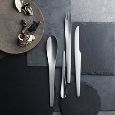 Arne Jacobsen cutlery set from Georg Jensen. Cutlery models are among the absolute most specific pieces of one's home. You are able to pick from the cutlery models based on your own personal taste and the problem of one's home. Arne Jacobsen, Küchen Design, Clean Design, Chair Design, Modern Design, Plywood Furniture, Modern Furniture, Furniture Design, Herman Miller