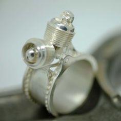Bague Twin Skull – Hecliptic Piston Ring, Cufflinks, Rings, Accessories, Jewels, Market Segmentation, Ring, Jewelry Rings, Ornament
