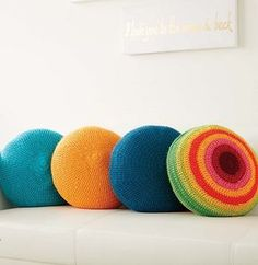 Full Circle Pillows and Color Wheel Pillows. Free crochet pattern