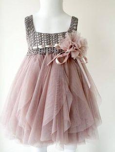 Meraviglioso corpetto all'uncinetto lavorato all'uncinetto per realizzare un vestito da bimba.