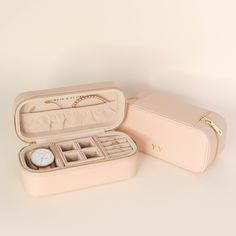 Transport your accessories in fashion with our large pink watch and jewellery case. Give your jewellery and accessories an exquisite home while caring for them too. Our case is perfect for those weekends away or keeping them safely stored at home. Jewelry Case, Jewelry Box, Suitcase Packing, Pink Watch, Cute Comfy Outfits, Cosmetic Case, Jewellery Storage, Leather Accessories, Personalized Jewelry