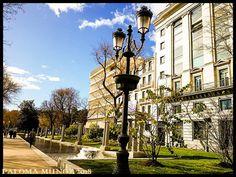 Fuentes en el paseo de Recoletos cerca de la plaza de Cibeles Fountains on Paseo de Recoletos near Plaza de Cibeles