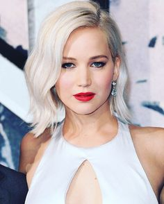 Jennifer Lawrence - X-Men: Apocalypse Premiere in London, UK Jennifer Lawrence Style, Outfits and Clothes. Beauté Blonde, Blonde Beauty, Platinum Blonde, Hair Beauty, Jennifer Lawrence X Men, Emma Stone, Taylor Swift, Laurence, Gwyneth Paltrow