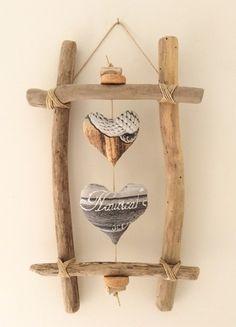 Cadre  Billiec - Référence C.026  Cadre en bois flotté et ses deux cœurs en tissu gris/marron confectionnés par mes soins. Cadre à suspendre au mur agrémenté de ficelle  - 19065181