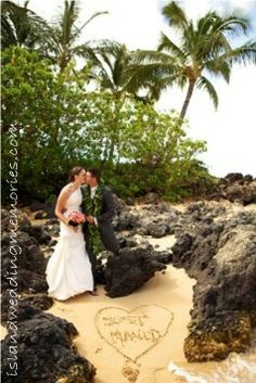 Maui Beaches at Sunset islandweddingmemories.com  #mauiweddings #sunsetweddings #mauisunsetweddings #beach #mauibeaches #mauibeachweddings #sunset #makenacove #secretbeach #annakimphotography