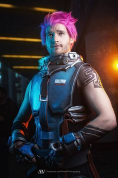 Zarya is one of the coolest characters in Overwatch. She is also, like all characters, subject to crossplay.