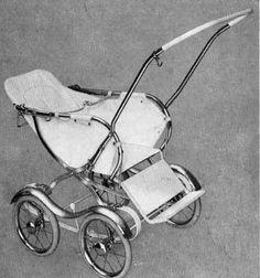 SVENSKTILLVERKADE BARNVAGNAR FRÅN 1960-TALET EMMALJUNGA 420. En mycket vanlig sittvagn – så kallad sportvagn – runt mitten av 60-talet var denna. Här är det Emmaljunga som visar sin modell i sin katalog för år 1963. Fanns ju förstås även med sufflett, som nedre bilden visar. Låg och lätt för barnet att gå i och ur själv. Vävplast och celluloidhandtag. Vikt ca 11,5 kg.