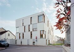 The project is a creation of 20 housing lots located in Dijon, including 14 flats and 6 townhouses. It consists of a succession of small buildings and privat...