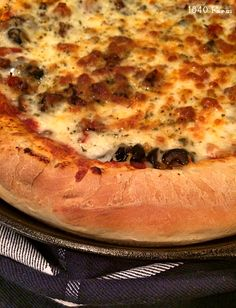 Cast Iron Skillet Pizza at 1840 Farm Barbecue Recipes, Pizza Recipes, Grilling Recipes, Skillet Recipes, Barbecue Sauce, Cast Iron Skillet Pizza, Cast Iron Cooking, Taco Pizza, Calzone