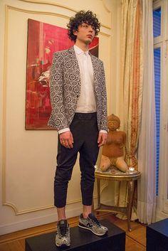 El mexicano Ricardo Seco triunfa París con su colección 'urbana y sofisticada'