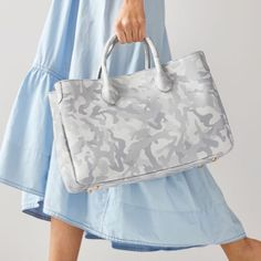 Popular Handbags, Handbags On Sale, Travel Handbags, Leather Handle, Calf Leather, Mothers Day Delivery, Stunning Summer, Normal Wear And Tear, Leather Handbags