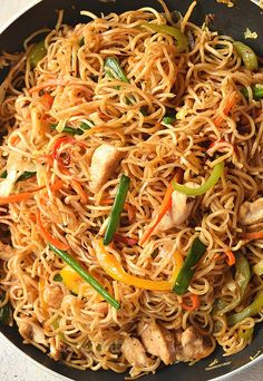 Make this easy Chinese takeout menu dish- Chinese Chow Mein at homeunder 30 mins! This easy chicken chow mein recipe is. Chicken Chow Mein Noodles Recipe, Chow Mein Sauce Recipe, Chow Mein Noodle Recipe, Easy Chow Mein Recipe, Crispy Chow Mein Noodles, Chinese Chicken Chow Mein Recipe, Homemade Chow Mein, Veggie Chow Mein, Chicken Lo Mein