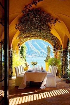 Breakfast in Italy. eccellenze-italiane: Villa d'Este, Lago di Como cheap only on Toscana, Oh The Places You'll Go, Places To Travel, Outdoor Spaces, Outdoor Living, Indoor Outdoor, Outdoor Decor, Comer See, Lake Como Italy