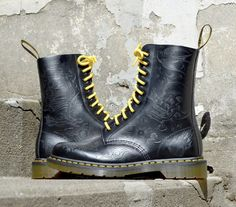 Tattoo Dr Martens by Lindsey Carmichael Dr. Martens, Dr Martens 1460, Doc Martens Boots, Dm Boots, Lace Up Boots, Combat Boots, Slipper Boots, British Style, How To Look Better