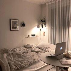 Room Ideas Bedroom, Small Room Bedroom, Bedroom Decor, Bedroom Loft, Decor Room, Appartement Design, Minimalist Room, Aesthetic Room Decor, Cozy Room