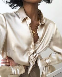 Tips For Accesorizing Urban Wear – Urban Clothing Urban Outfits, Fashion Outfits, Womens Fashion, Female Fashion, Style Fashion, Parisienne Style, Beautiful Blouses, Beautiful Dresses, Textiles