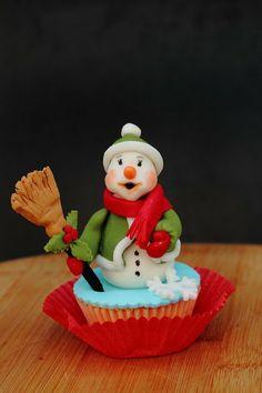 Snowman cupcake Cake by laskova