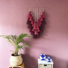 Love this macrame wall hanging. This would look fabulous in my living room. Diy Craft Projects, Macrame Projects, Yarn Crafts, Diy And Crafts, Arts And Crafts, Handmade Crafts, Yarn Wall Art, Diy Wall, Diy Room Decor