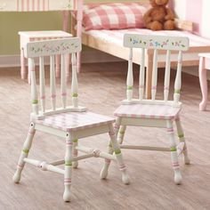 《Cute yet simple little chairs》