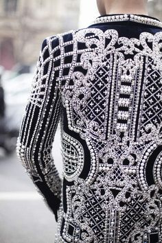 Paris Fashion Week - interesting use of textures and design Daily Fashion, Moda Fashion, Fashion Week, Paris Fashion, High Fashion, Womens Fashion, Street Fashion, Couture Mode, Style Couture
