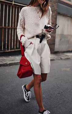 How to wear Bermuda shorts and be stylish. Look Fashion, Fashion Outfits, Womens Fashion, Fashion Trends, Fashion Lookbook, Fashion Clothes, Fashion Ideas, Fashion Design, Mode Style