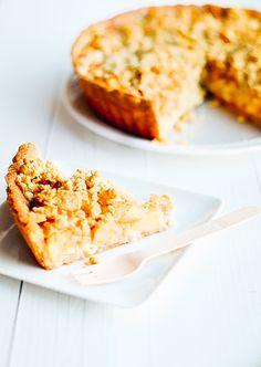 De appelkruimeltaart van de Hema is een van mijn lievelings taarten, maar je kunt deze ook zelf maken, hierbij deel ik mijn recept voor de lekkerste appeltaart ooit.