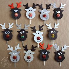 How to make cute reindeer lollipop class gifts for Christmas. I have to admit I am slightly in love with how these Rudolph reindeer lollipop gifts turned out. (Thanks The Centsible Life for the inspiration.) They actually weren't that hard to make – it's one of those projects where you can set up a bit of a production line. JJ's last day of school isn't until this Wednesday, but we gave these reindeer lollipops out to JJ's kindergarten classmates a …