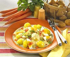 Eier-Möhren-Ragout zu Pellkartoffeln Rezept | LECKER Cobb Salad, Eggs, Vegetables, Breakfast, Food, Quick Recipes, Popular Recipes, Healthy Nutrition, Breakfast Cafe