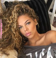 90 easy hairstyles for naturally curly hair - Hairstyles Trends Curly Hair Styles, Curly Hair With Bangs, Blonde Curly Hair, Curls For Long Hair, Curly Weave Hairstyles, Colored Curly Hair, Face Shape Hairstyles, Short Curly Hair, Girl Hairstyles