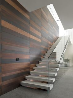 Modern staircase - Elegant Glass Stairs Design Ideas For You This Year – Modern staircase New Staircase, Floating Staircase, Staircase Railings, Wooden Staircases, Staircase Ideas, Glass Stairs Design, Railing Design, Staircase Design, Stair Design