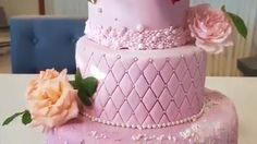 5 amazing cake compilations I love these patterns, these cakes are wonderful for any party! Credit: It's a piece of cake 5 Amazing Cakes Compilation 6319 Source by Cake Decorating Piping, Creative Cake Decorating, Cake Decorating Techniques, Cake Decorating Tutorials, Creative Cakes, Cake Decorating Amazing, Pretty Cakes, Beautiful Cakes, Amazing Cakes