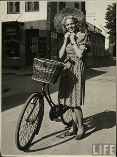 1940s summertime cuteness. #vintage #1940s #fashion