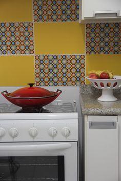 renovando os azulejos com decoração com papel contact